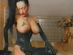 Weirdo Bitch in latex does her own ting.