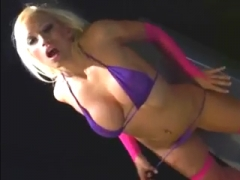 Tight babe  Rocks Out On A sex machine.