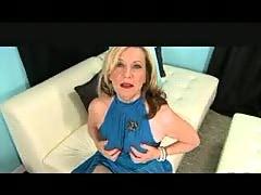 Glamorous Granny in Pantyhose Fingers Fun.