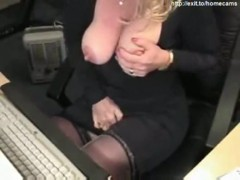 43 years kinky mom silvia plays for cam.