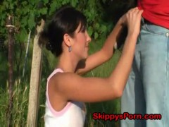 Cute jogger gives outdoors bj.