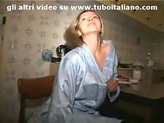 Puttana italiana in calore! italian amateur.