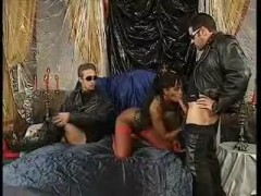 Ebony latex slut on two hard cocks for facial