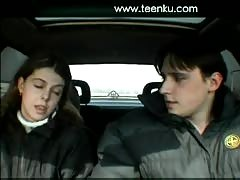 Amateur couple fuck in a car