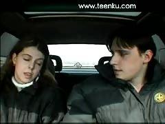Amateur couple fuck in a car