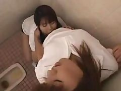 Japanese girls kiss900