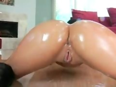 Hot Babe Oiled Up For Sex